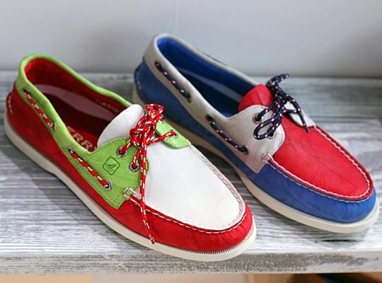 Serius aku memang fanatik dengan fesyen kasut macam ni!!!!